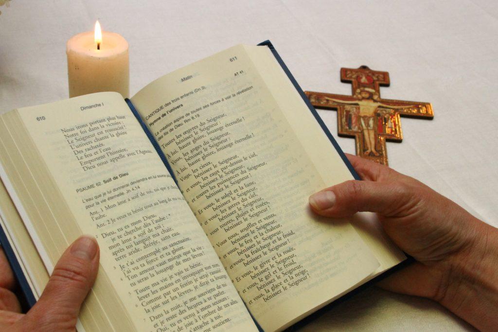 L'office divin est le nom donné depuis le XIIe siècle à la grande prière quotidienne de l'Église