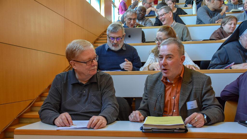 Chanteurs, musiciens, directeurs de chœur, organistes, agents pastoraux, prêtres… ils étaient près d'une centaine au collège du Sud à Bulle, le 15 février 2020, pour réfléchir à l'avenir de la musique et du chant au service de la liturgie en pays de Fribourg.